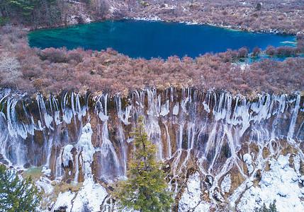 航拍冬季九寨沟诺日朗瀑布图片