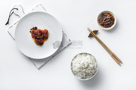 红烧排骨和米饭图片