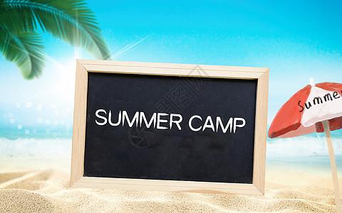 白色沙滩上的夏令营黑板图片