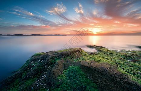 大海绿苔火烧云图片