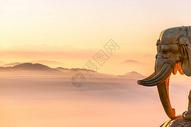 峨眉山金顶的日出图片