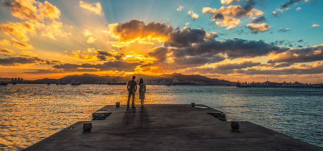 海边观落日图片