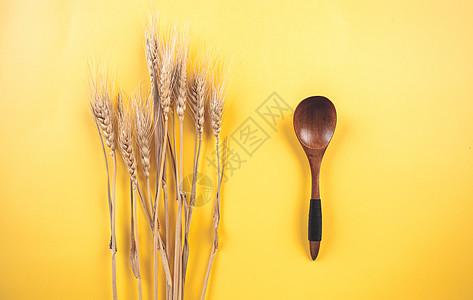 秋季小麦丰收图片