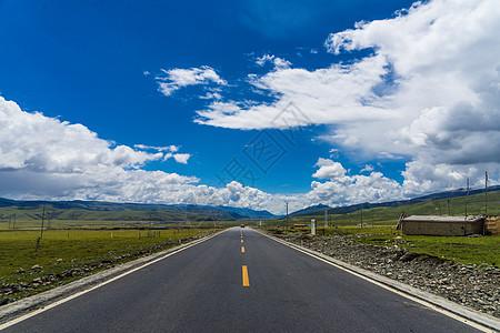 青藏高原上的公路图片
