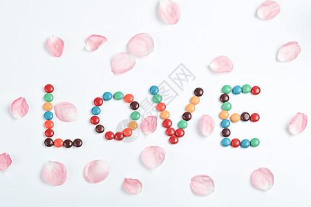 浪漫爱情花瓣巧克力图片