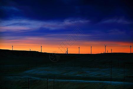 新疆五彩滩风车夕阳下的剪影图片