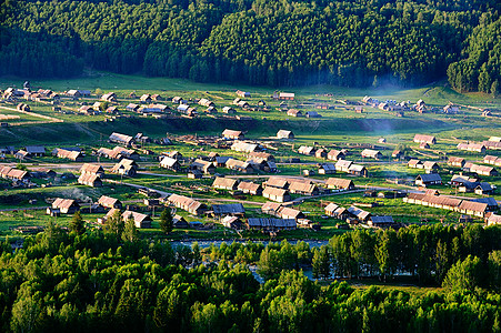 新疆禾木村炊烟袅袅的清晨图片