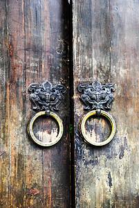 老屋的铜门环图片
