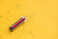 创意黄色背景铅笔飞船图片