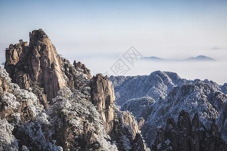 黄山雪松山峦美景图片