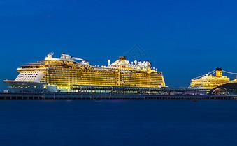 海上的豪华游轮夜景图片