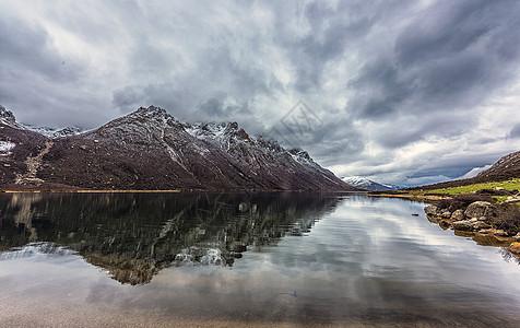 高原雪山湖泊图片