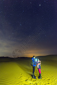 星空下的情侣图片