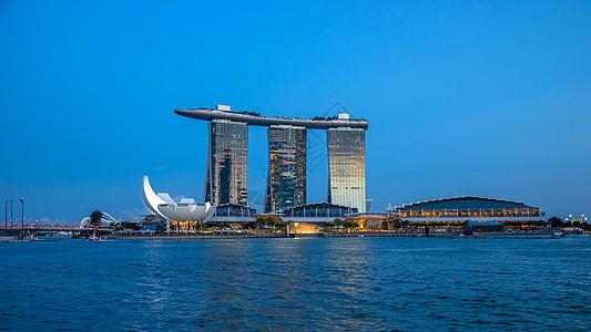 蓝天下的新加坡金沙酒店图片