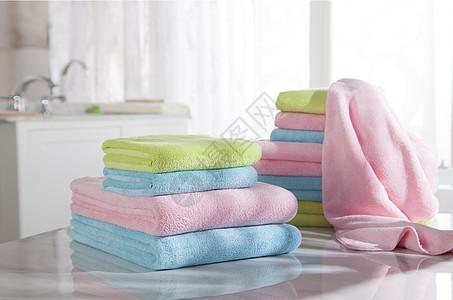 浴室浴巾彩色组合图片