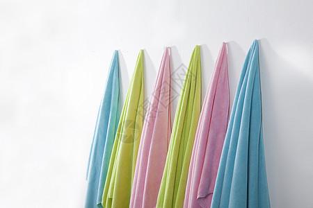 纯色背景彩色浴巾组合图片