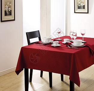 餐桌上的红酒餐具图片
