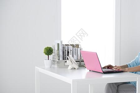 简洁空间粉色电脑办公桌图片