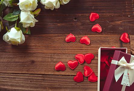 玫瑰与礼盒图片