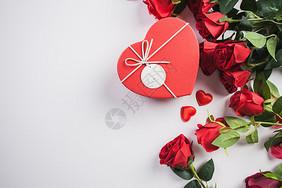七夕礼品与玫瑰花图片