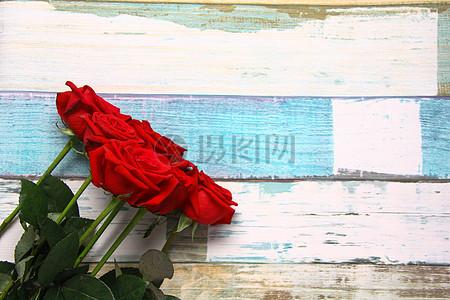 七夕情人节红玫瑰 彩色木纹静物背景素材图片