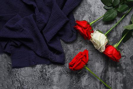 七夕情人节红玫瑰白玫瑰暗黑系静物素材图片