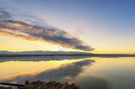 茶卡盐湖的朝霞图片