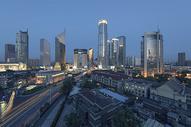 夜幕下的城市风光图片