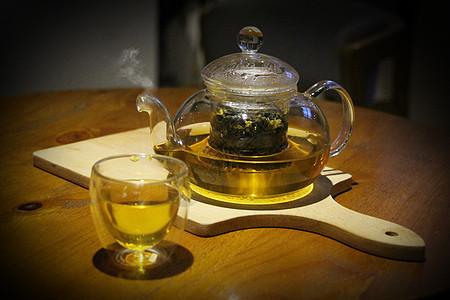 乌龙茶茶壶和茶杯图片