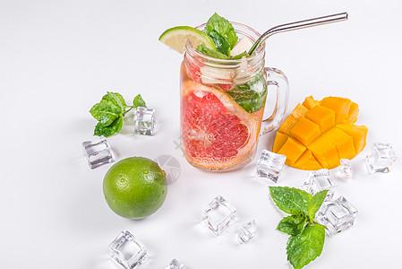 新鲜水果夏日冰饮创意组合图片