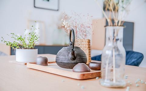 居家摆设茶壶器皿图片