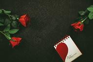玫瑰与日历图片