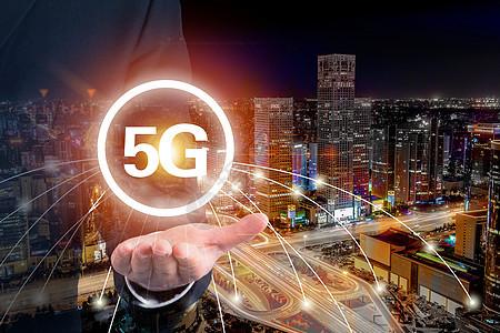 5G通信网络和现代生活的概念图片