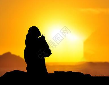 夕阳下的沉思图片