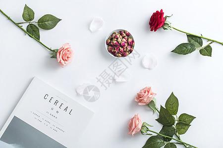 桌面上的玫瑰图片