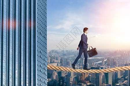 走绳索的商务男士图片
