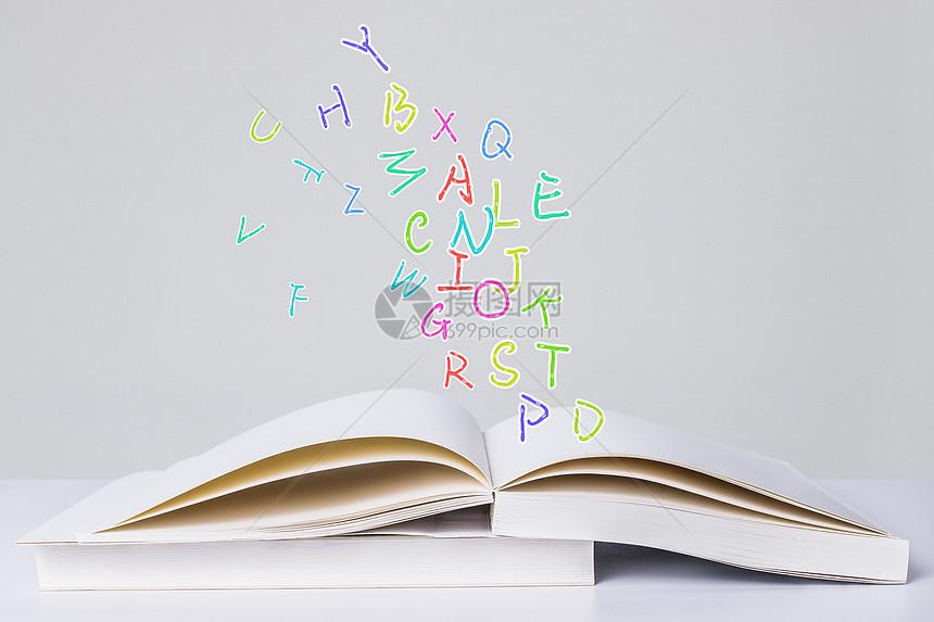 书中的彩色字母图片