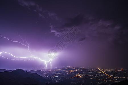 夜空中的闪电图片