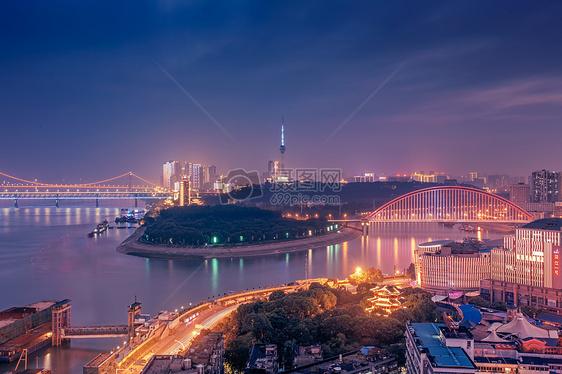武汉黄昏长江主轴图片