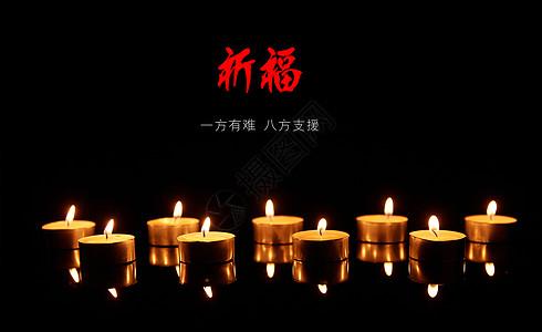 一堆红色蜡烛图片