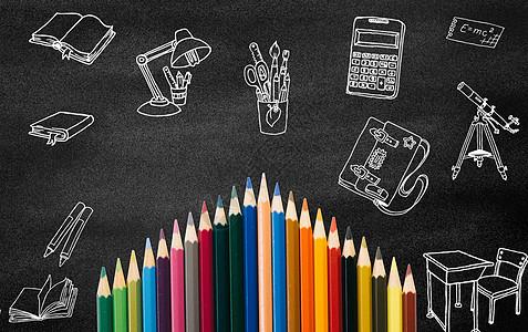 黑板和彩色铅笔图片