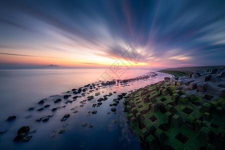 朝霞映红海岸图片
