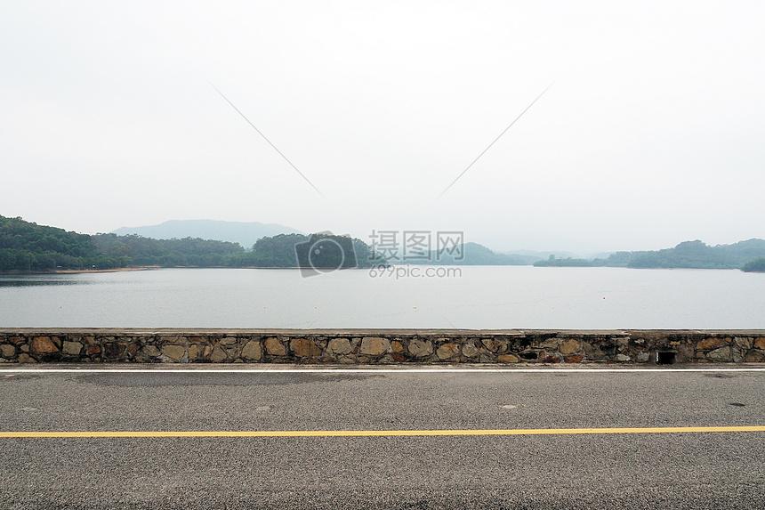 清晨环湖慢跑图片
