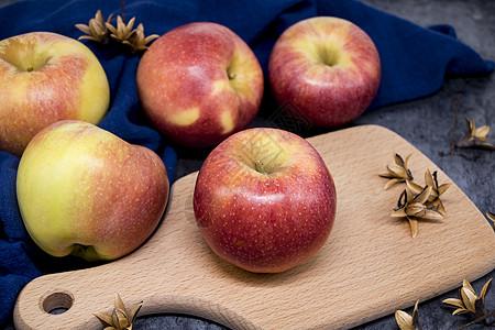 美味健康新鲜维生素丰富甜苹果图片