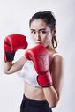 年轻女性拳击运动图片