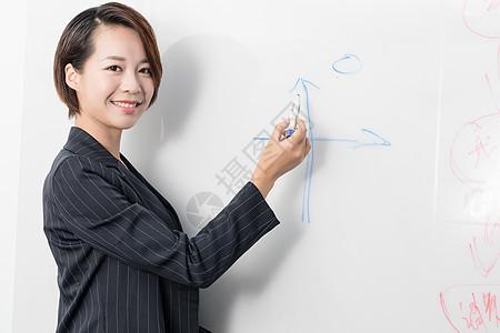 正在开会的商务职业女性图片