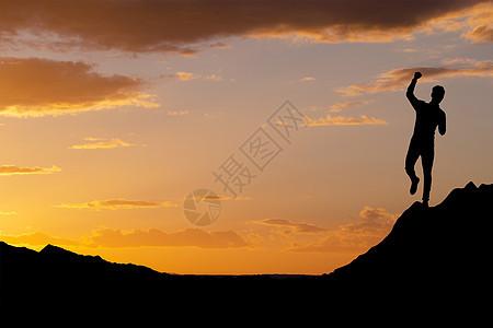 站在山顶上的商人图片