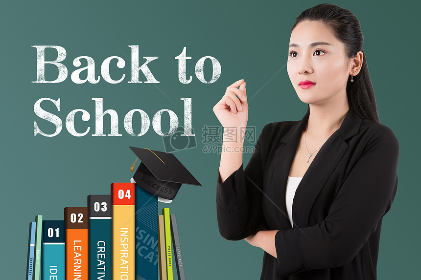 黑板前的老师图片