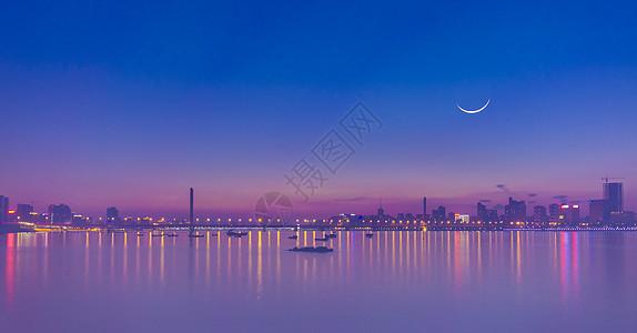 一轮弯月照三桥城市夜景晚霞风光图片