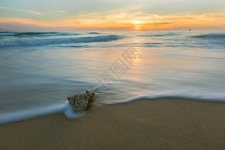 涠洲岛海边石头图片